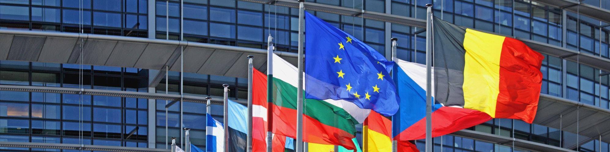 európai uniós zászlók